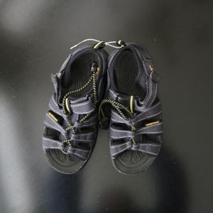 Kids boys Keen sandals shoes size 2 black